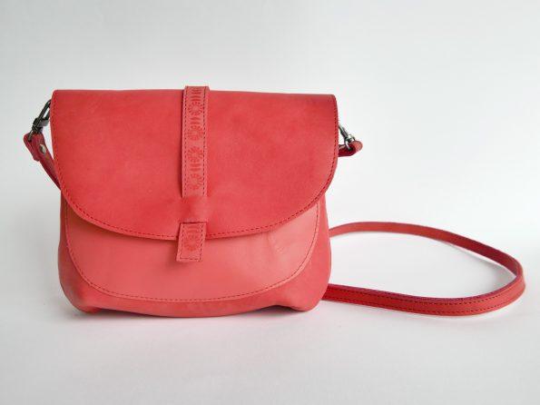 kleine schoudertas in rood leer van Miontas